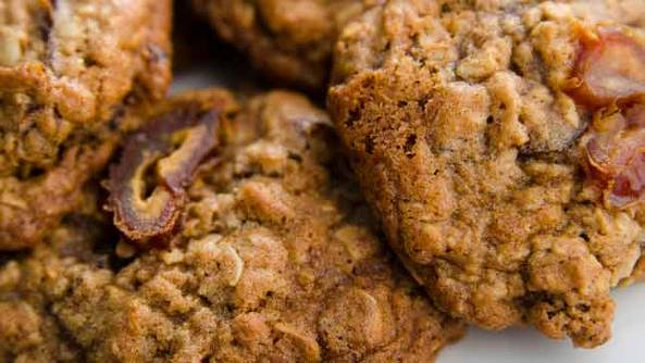 Oatmeal Cookies with Dates and Golden Dried Grapes